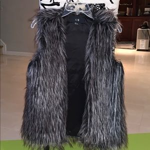Worn 1x - Faux Fur Vest - Black/Grey/White